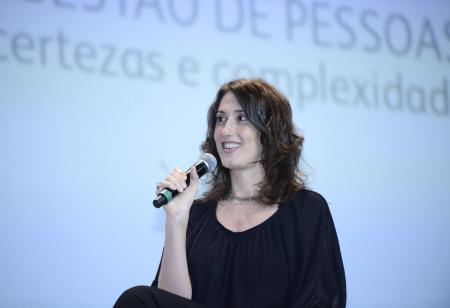 Em bate-papo com Leyla Nascimento e ao lado da jornalista Ana Paula Padrão, a chef discutiu o que significa trabalhar com pessoas